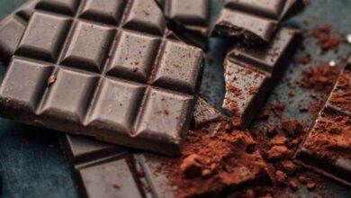 تصویر طرز تهیه شکلات تخته ای