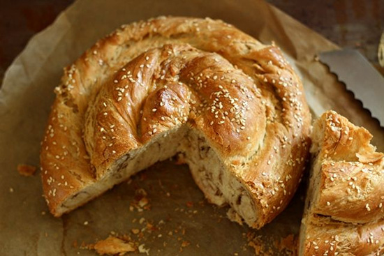 طرز تهیه نان گاتا گردویی