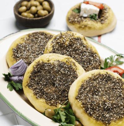 طرز تهیه نان زعتر لبنانی با پنیر خامهای
