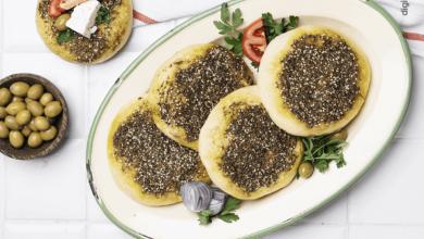 تصویر طرز تهیه نان زعتر لبنانی با پنیر خامهای