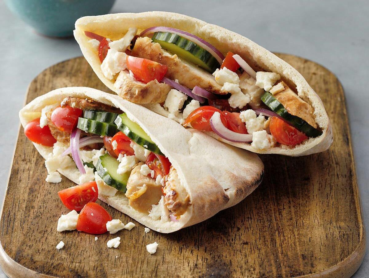 طرز تهیه ساندویچ رپ مرغ یونانی