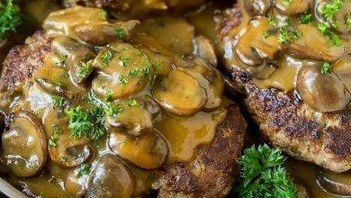 تصویر طرز تهیه همبرگر با سس قارچ