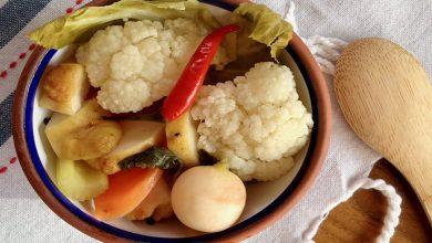 تصویر طرز تهیه ترشی خانگی با کلم و هویج